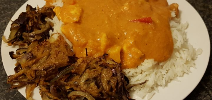 2 Syn Chicken Korma, served with Slimming World Onion Bhajis